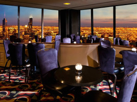 Main-Dining-Room-Interior-Design-of-The-Signature-Room-at-95th-Restaurant-Chicago